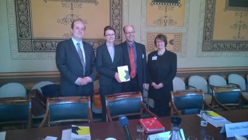 Das Programm des 50. Deutschen Historikertages 2014 in Göttingen wird der Öffentlichkeit vorgestellt. Von links nach rechts: Benjamin Bühring, Dr. Nora Hilgert, Prof. Dr. Arnd Reitemeier und